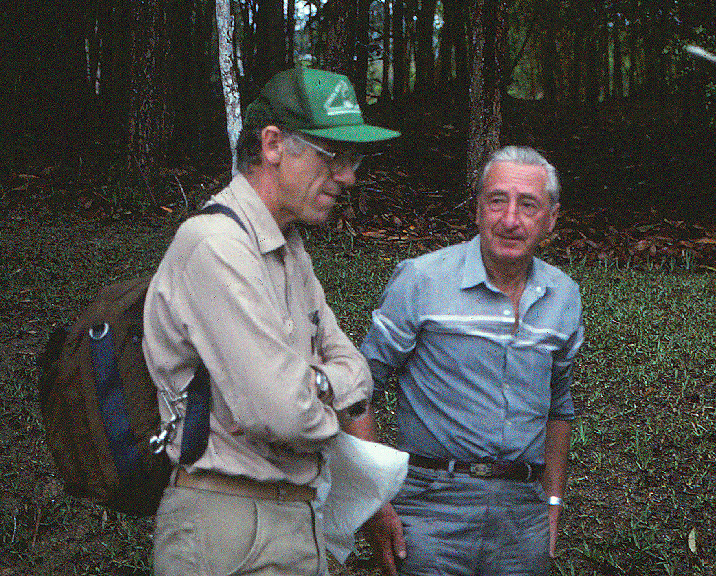 Paul Maas and Gert Hatschbach in 1992. Photo by S. A. Mori.